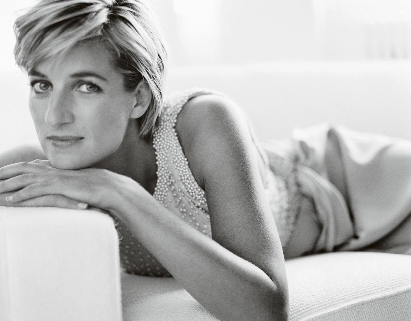 http://4.bp.blogspot.com/-MmOi8_JDcx8/UJTwnR9DcPI/AAAAAAAADJ4/vpR5KC5XxR0/s1600/mario-testino-royal-photographer-princess-diana-black-and-white-1997.jpg