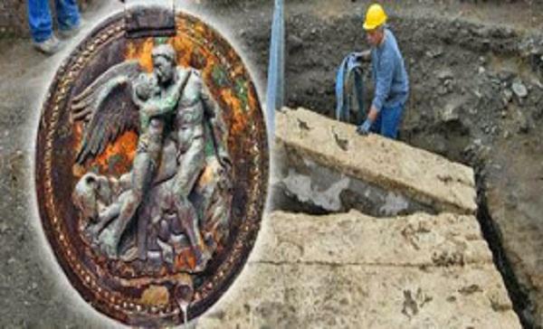 Βεργίνα: Βρήκαν τον αρχαίο καθρέφτη του Έρωτα