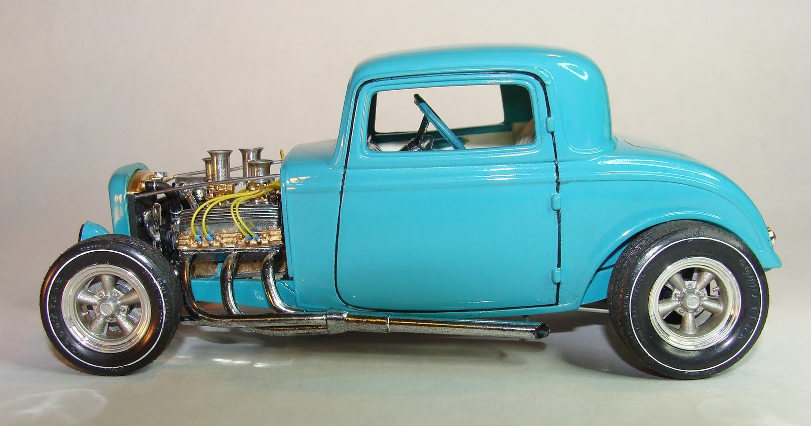 Modelcarscom revell 1932 ford 5 window coupe model kit for 1932 5 window coupe kit cars
