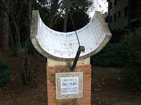 Rellotge de sol dedicat a Joan Amades