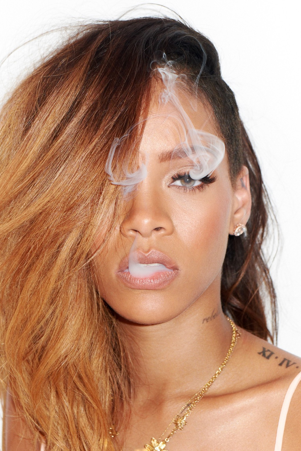 http://4.bp.blogspot.com/-MnDwQFNdPA4/URCfuz8o4WI/AAAAAAABY8o/OMcSaHm9WnM/s1600/Rihanna-magazine-photo-shoot-20134.jpg