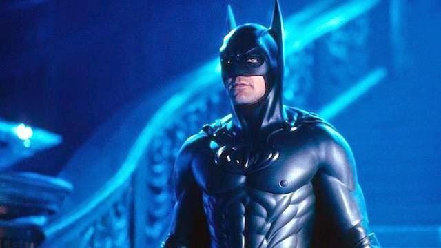 Joel Schumacher: «Seré recordado por haberle puesto pezones al traje de Batman»