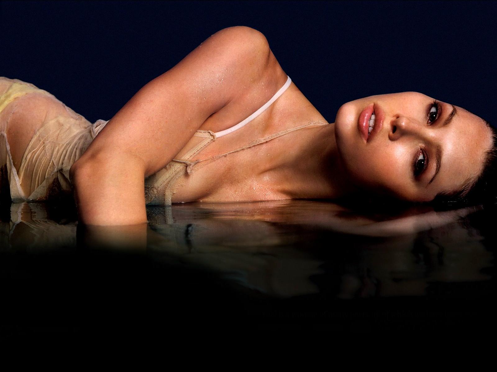 http://4.bp.blogspot.com/-MnGlP9Z0RWY/T0Xl2Q4BUsI/AAAAAAAAGY4/dKu3d6lDp5o/s1600/Jessica_Biel_nude-out+-dress.jpg