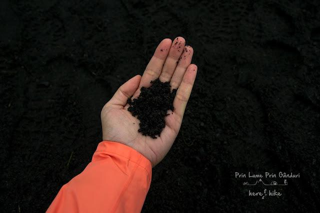 iceland-skogafoss-black-sand