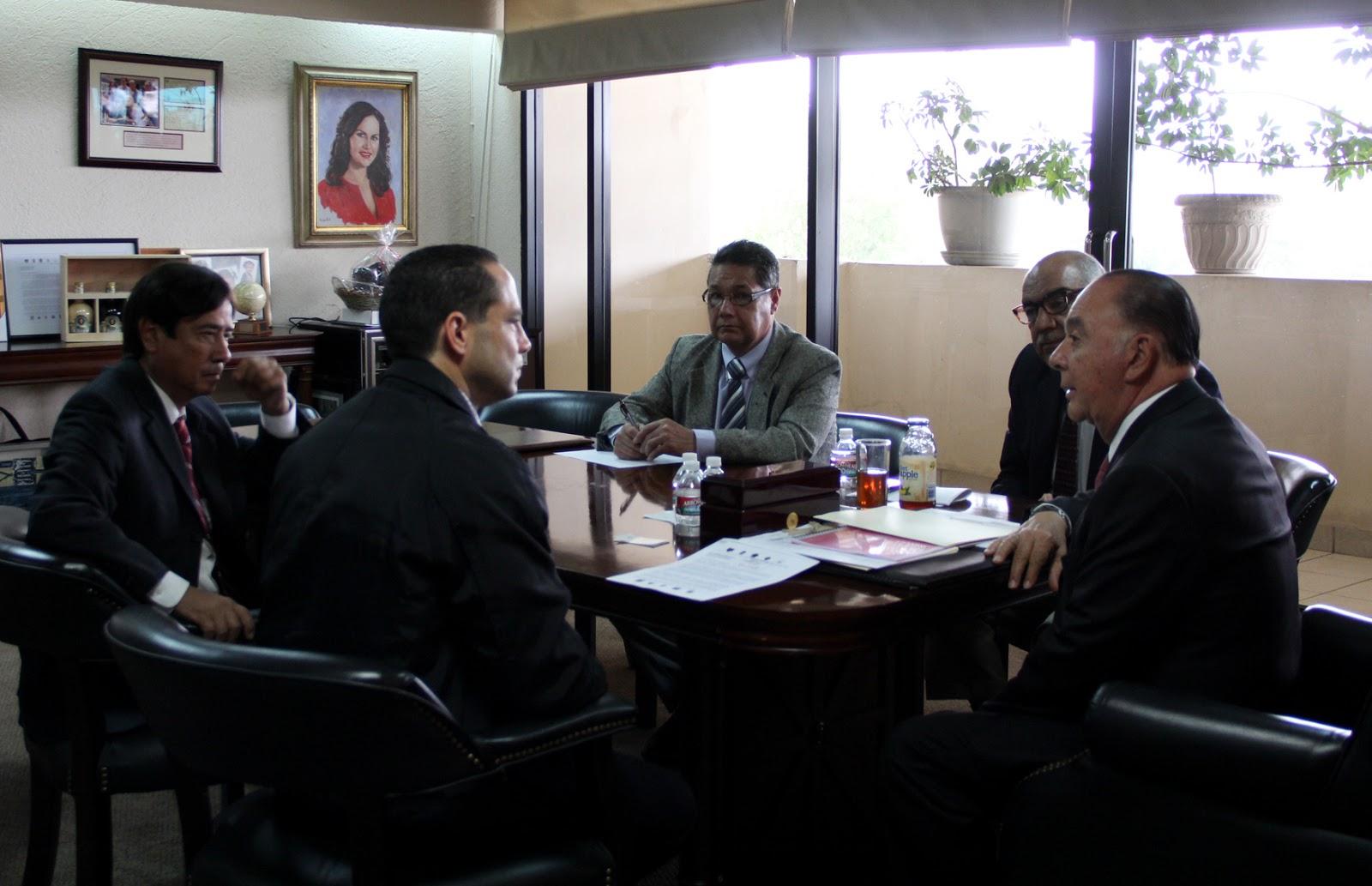 Cero grados estrecha 20 ayuntamiento relaciones con el for Oficina tributaria