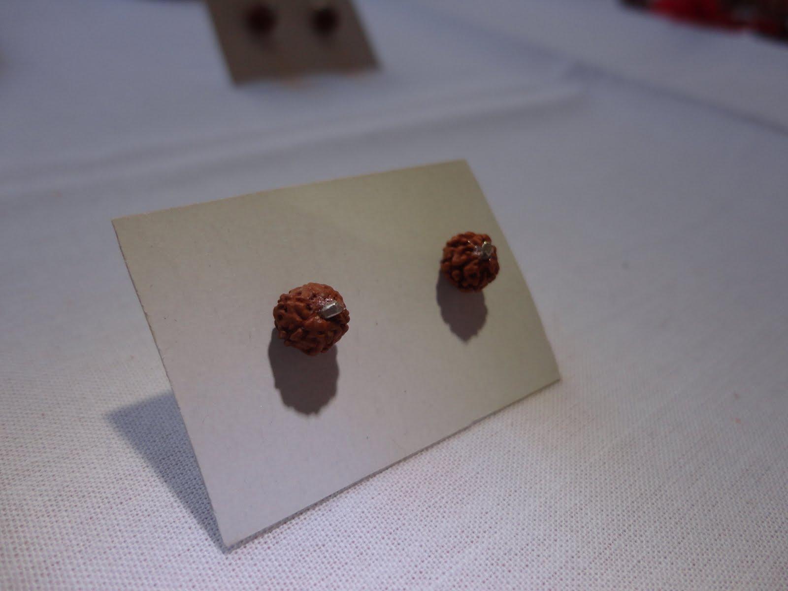 Aros de mini Rudrakshas