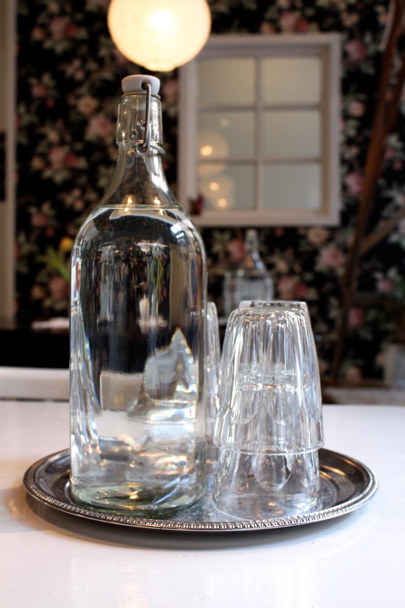 lasinen vesipullo