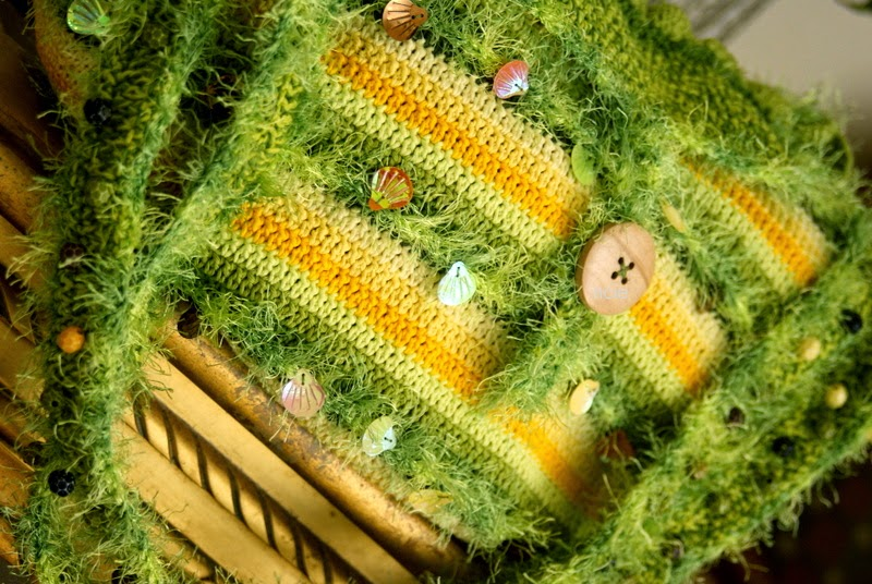 Knitted Artinya : Crochet freeform bag
