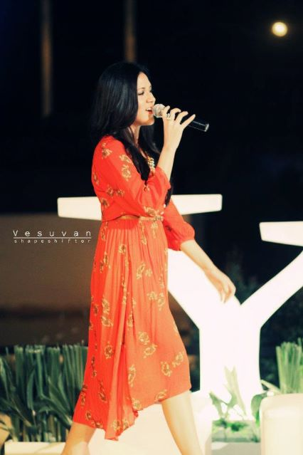 Galeri Foto Raisa Andriana - Singing in red dress...