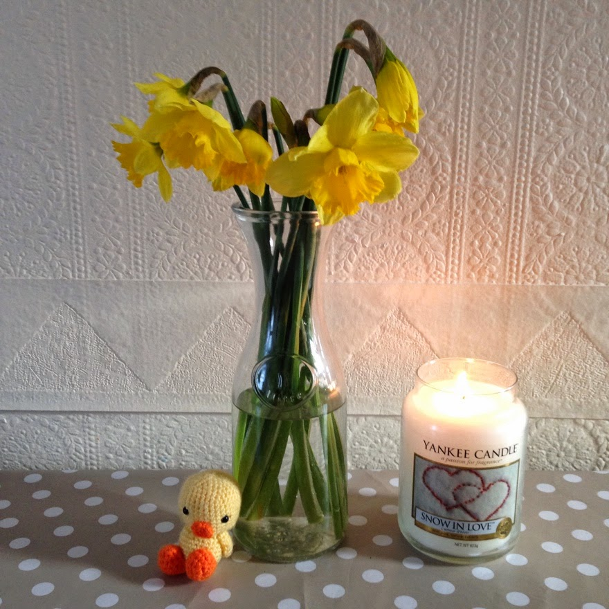 Inked Hibiscus Spring daffodils Yankee Candle crochet chick