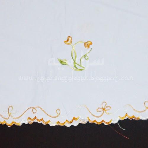 Telekung Vietnam bunga gold-putih / daun hijau-kuning sulam bunga timbul