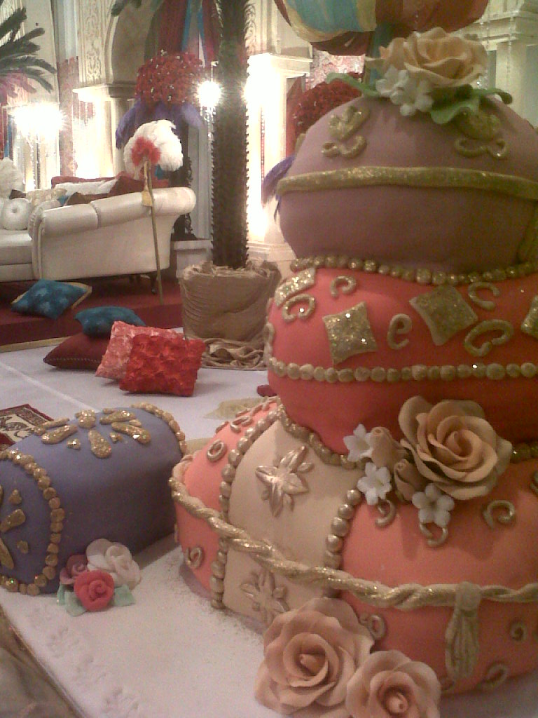 Mycupcakes arabian themed wedding pillows as wedding cake for Arabian cake decoration