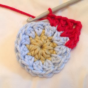 نجمة كروشية 2.. Crochet-star-pattern-tutorial-round-3-300x300
