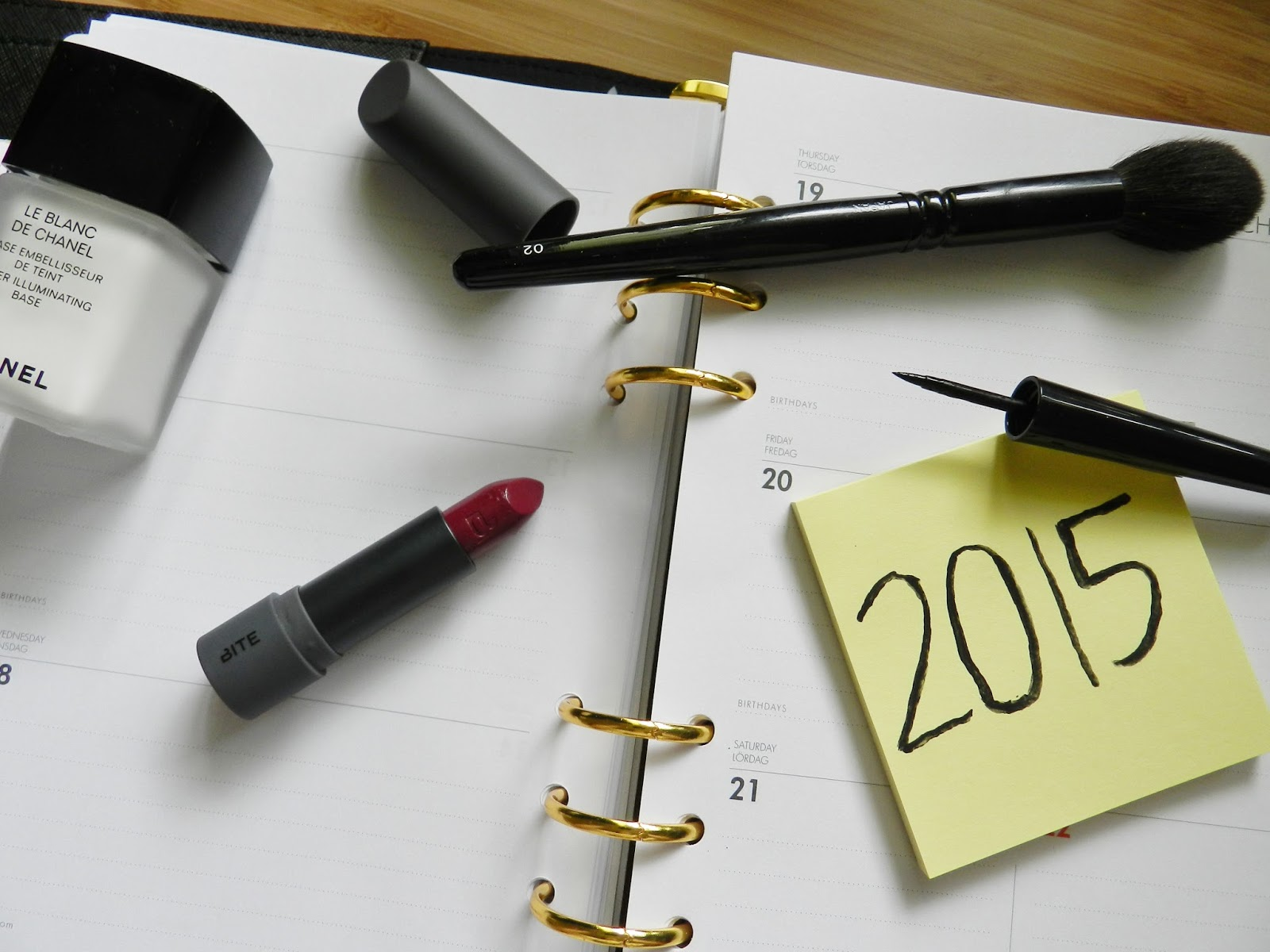 http://www.ellenrozalia.com/2015/01/new-year-beauty-resolutions.html