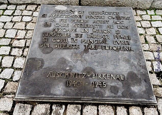 placa memoriala auschwitz II polonia