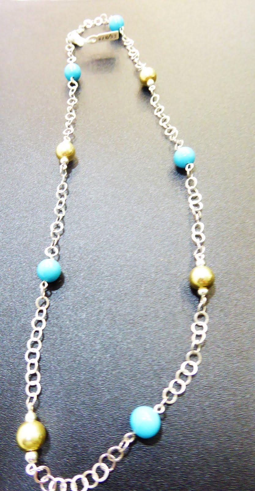 Collar de plata con bolas azules y doradas