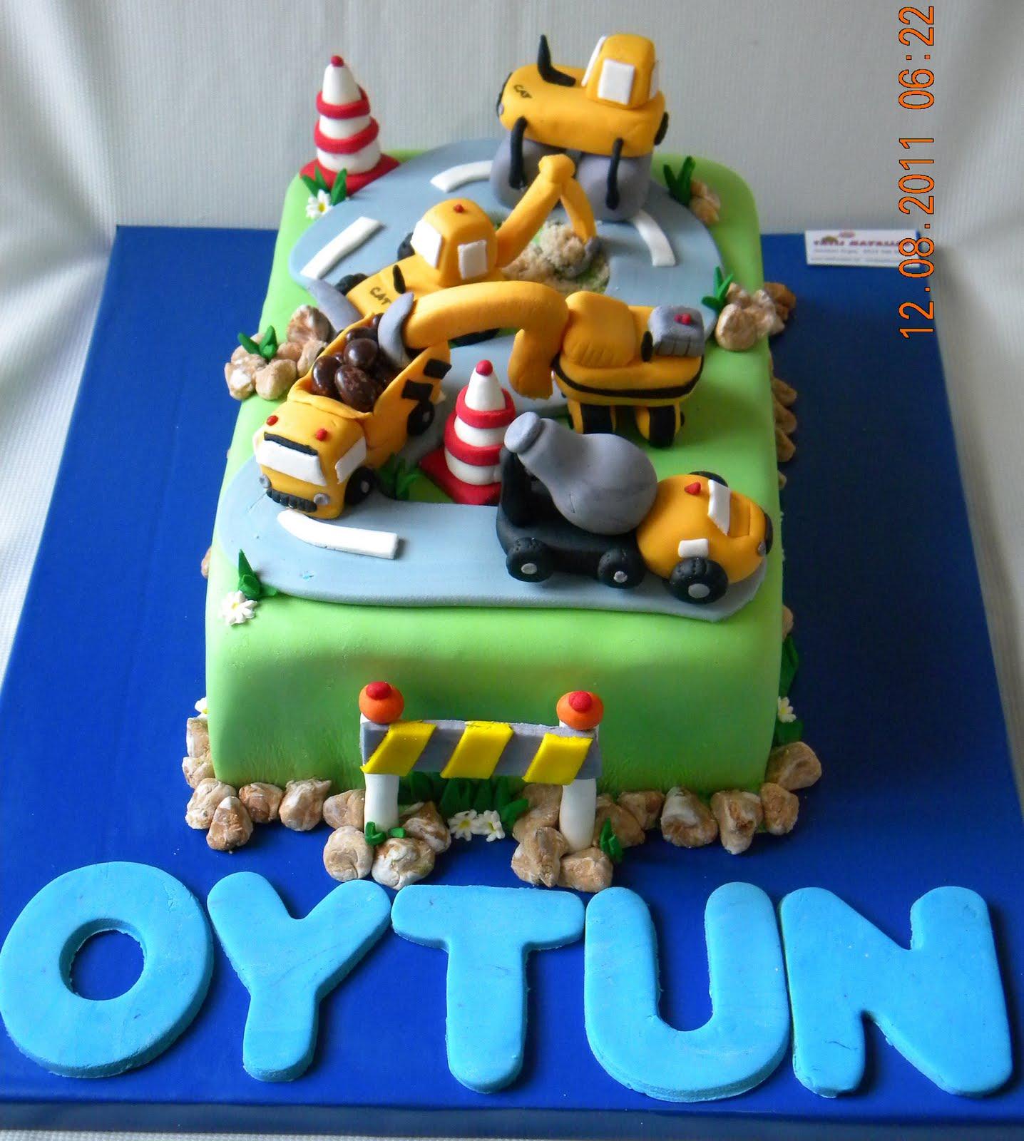 Doğum günü için iş makineleri temalı bir pasta istedi benden