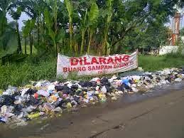 Buang Sampah Sembarangan di Kota Bandung