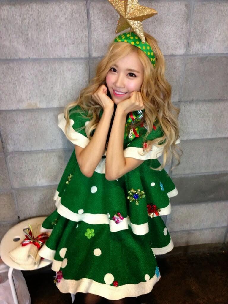 Christmas tree dress up images - Crayon Pop Transform Into Adorable Christmas Trees For Carol Single