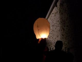 laché de lanterne celeste, skylantern cérémonie laïque, mariage, photobooth, weedingblues, gris, fuschia
