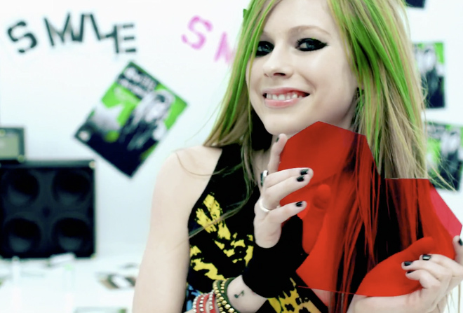 avril lavigne smile heart gif
