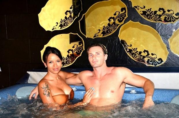 Ariadna e Gabriele Benedetti em viagem romântica (Foto: Divulgação)