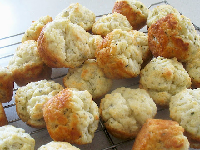 mini biscuits with herbs