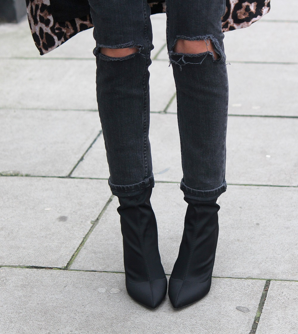 peexo fashion blogger wearing asos farleigh jeans and public desire kori ankle boots