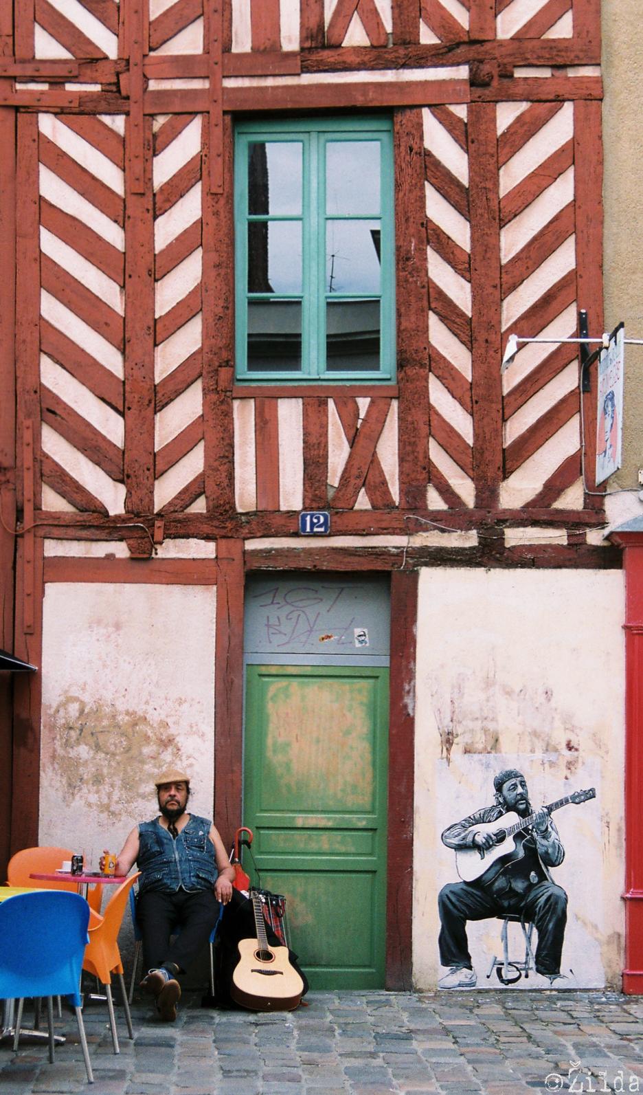 http://4.bp.blogspot.com/-Ms9hFSmD2vY/UOQOwbu0J3I/AAAAAAAACTk/X6YF1tWUWoU/s1600/Carlos+Rennes+Zilda+street+art.jpg