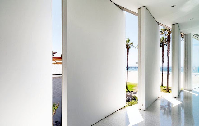 Louvered walls in the Flip Flop House and an ocean view in Venice Beach