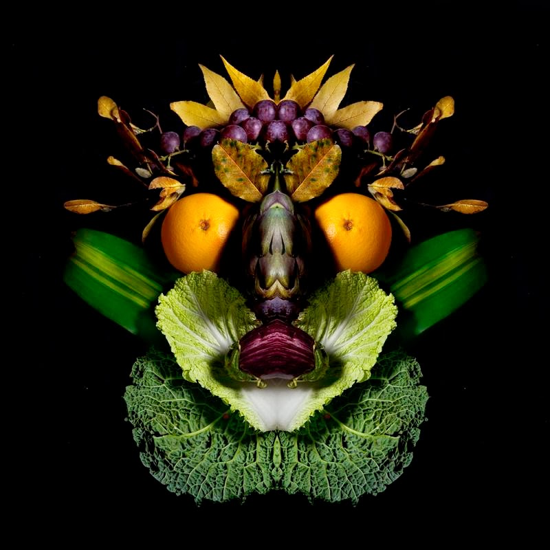 Totems of fruits and vegetables — Stunning creation by Photographers Carolina Amoretti and Matteo Abbo  on which you can see vegetarian totems. Original masks for men and animals made entirely of vegetarian foods, ie fruits and vegetables. These original illustrations were created to show some distinction between the people and zhyvotnye that everyone sees on the, ama you can see how it sees photographers Carolina Amoretti and Matteo Abbo.