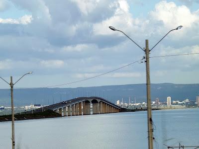 Ponte Fernando Henrique Cardoso em Palmas - Um Asno