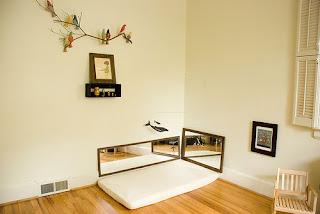Maria montessori habitaciones montessori desde el nacimiento for Espejo montessori