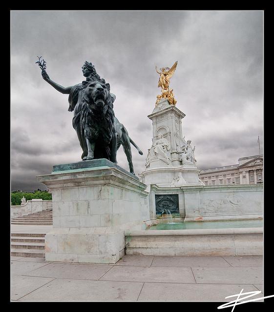 Queen+Victoria+memorial+London+Buckingham+Palace