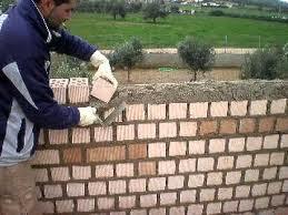 El maestro de obras xavier valderas construir un muro de for Ladrillo decorativo exterior