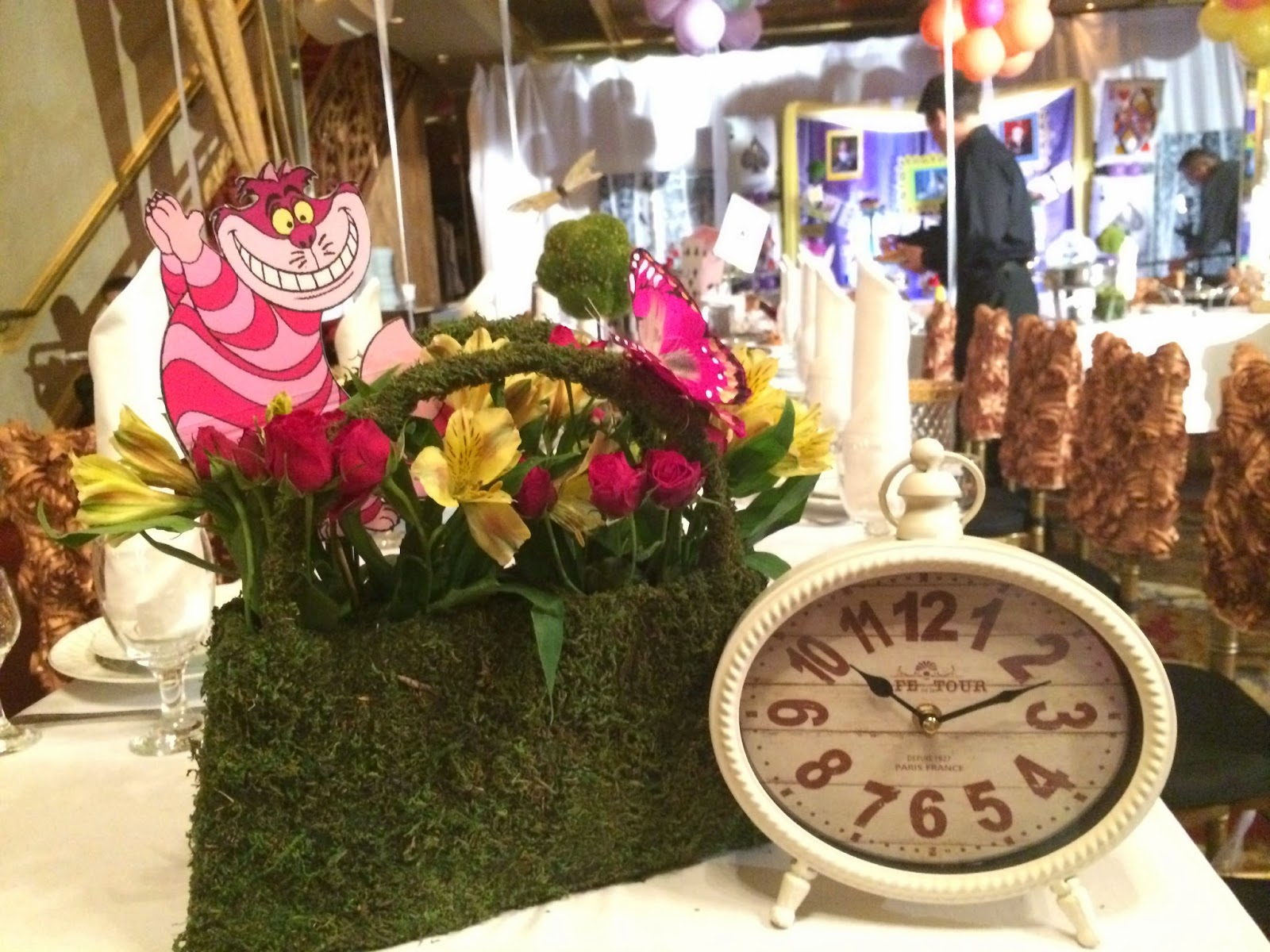 Dreamark events blog alice in wonderland theme tea party for Alice in wonderland party decoration