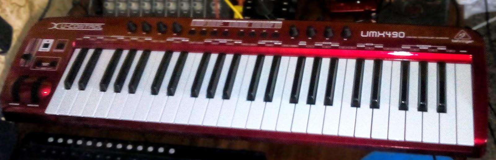 Миди-клавиатура Behringer UMX 490