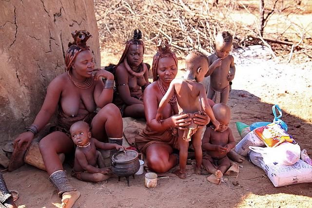 Khám Phá Bộ tộc Himba thuộc Namibia ra đường không mặc áo