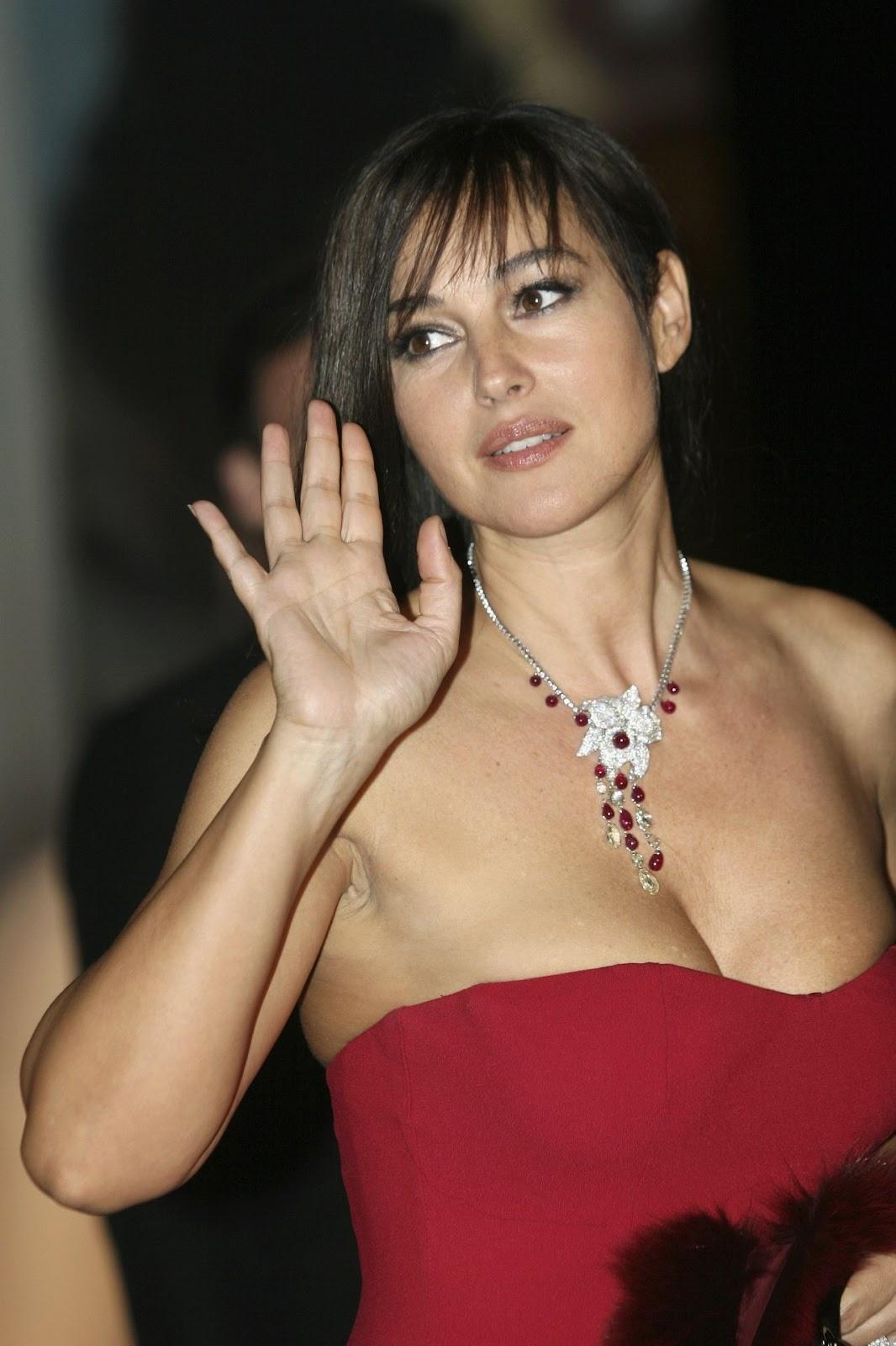 newsday: HOT Monica bellucci 3