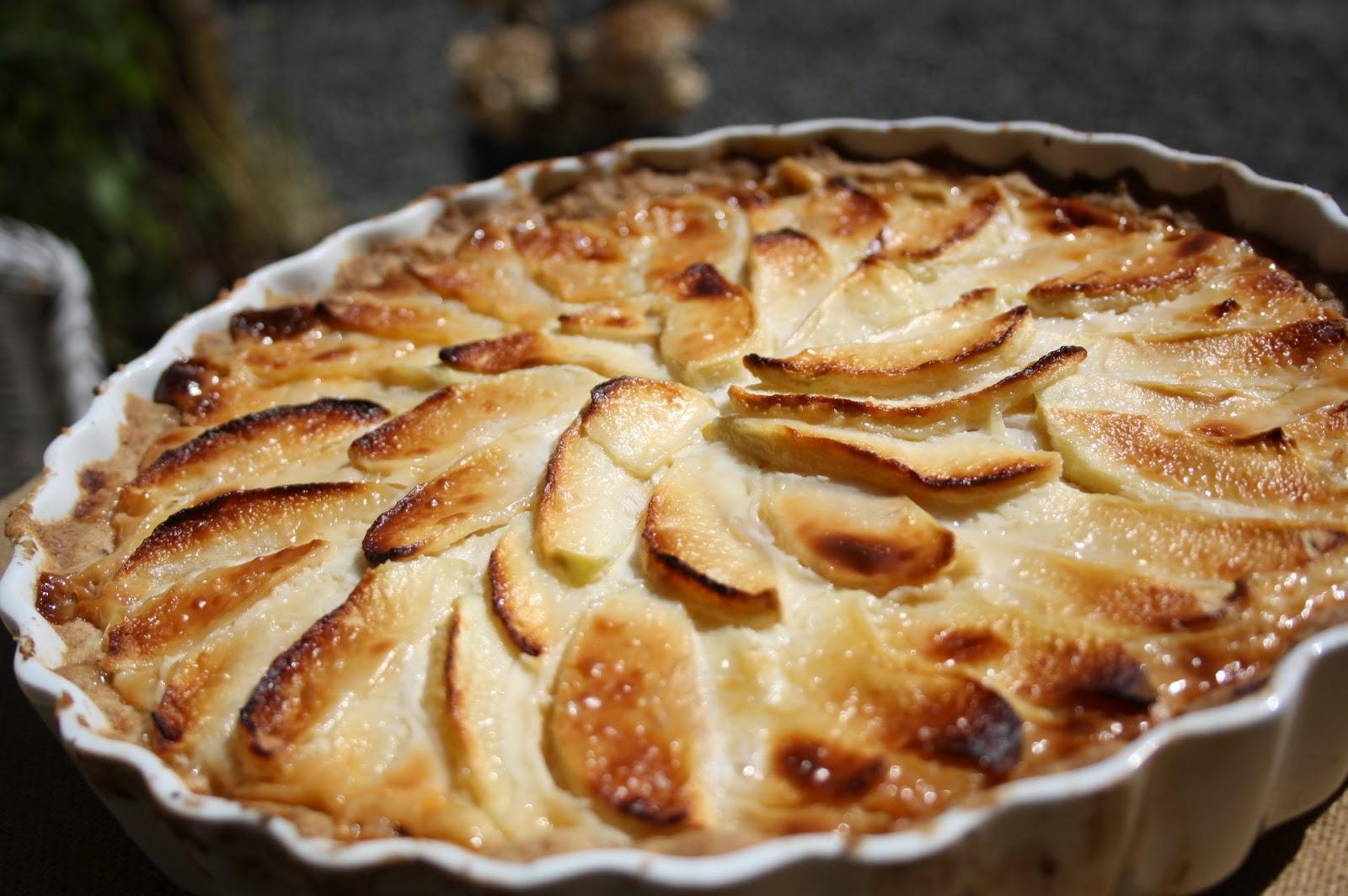 mørdejstærte med æbler