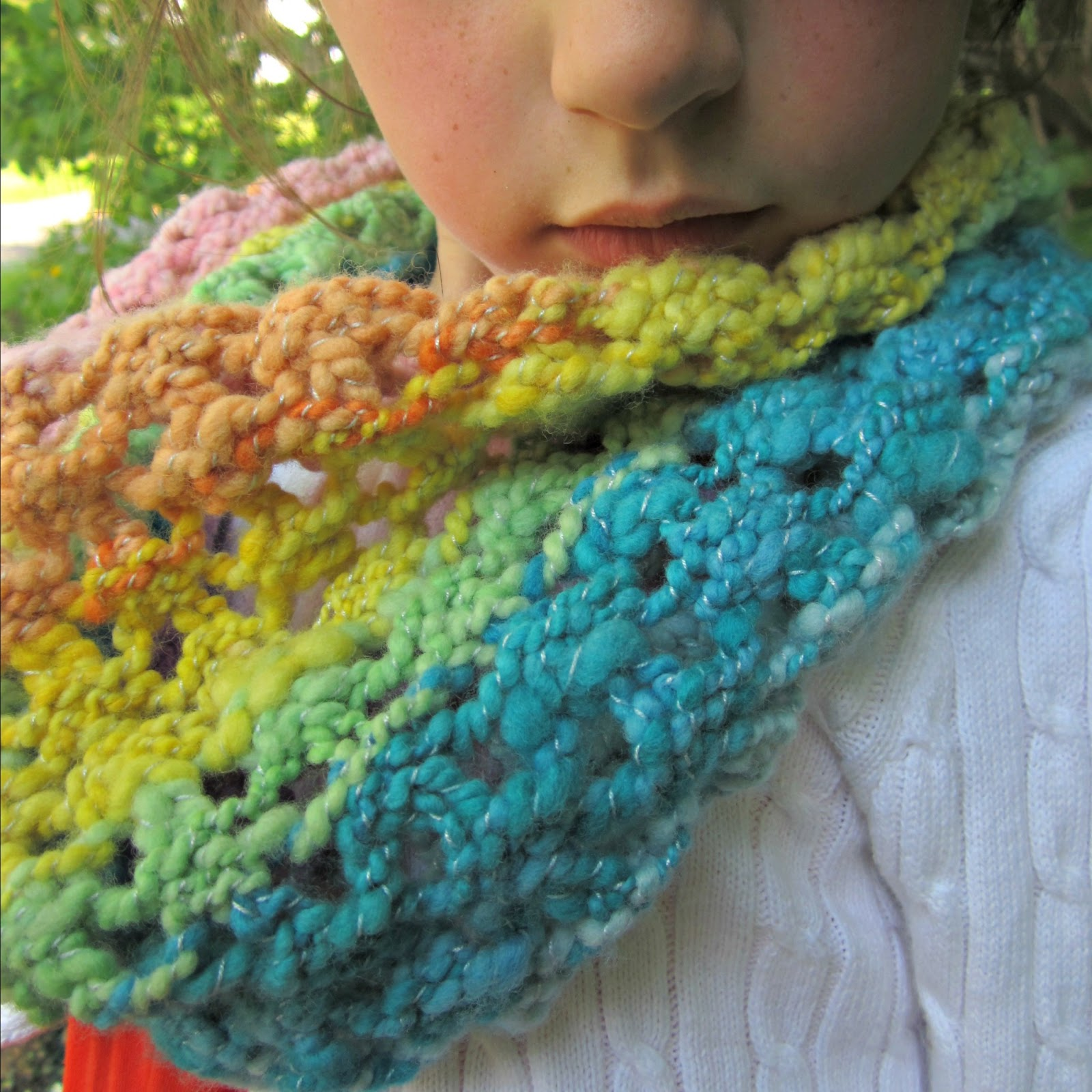 Knit Popcorn Stitch In The Round : Free Knitting Pattern - Handspun Popcorn Lace Cowl   ontheround