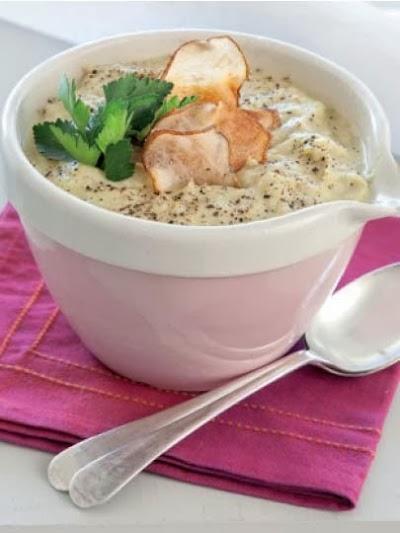 Armut, pırasa ve arpacık soğanı çorbası