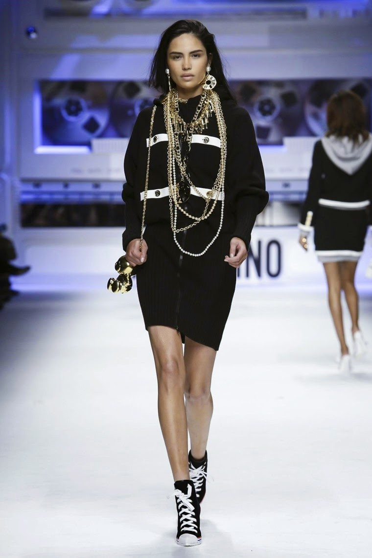 Moschino, Moschino AW15, Moschino FW15, Moschino Fall Winter 2015, Moschino Autumn Winter 2015, Moschino fall, Moschino fall 2015, du dessin aux podiums, dudessinauxpodiums, jeremy scott, jeremy scott Moschino, vintage look, dress to impress, dress for less, boho, unique vintage, alloy clothing, venus clothing, la moda, spring trends, tendance, tendance de mode, blog de mode, fashion blog, blog mode, mode paris, paris mode, fashion news, designer, fashion designer, moda in pelle, ross dress for less, fashion magazines, fashion blogs, mode a toi, revista de moda, vintage, vintage definition, vintage retro, top fashion, suits online, blog de moda, blog moda, ropa, asos dresses, blogs de moda, dresses, tunique femme, vetements femmes, fashion tops, womens fashions, vetement tendance, fashion dresses, ladies clothes, robes de soiree, robe bustier, robe sexy, sexy dress