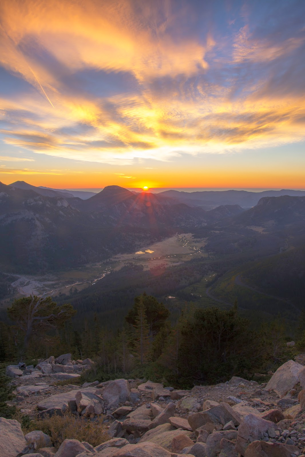 Rocky Mountain National Park, Rainbow Curve, Sunrise