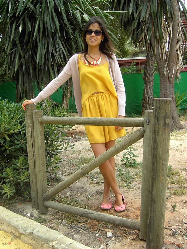 Sweet Style Blog: Mustard dress?