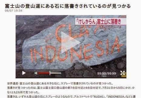 Tulisan graffti Indonesia di gunung fuji jepang