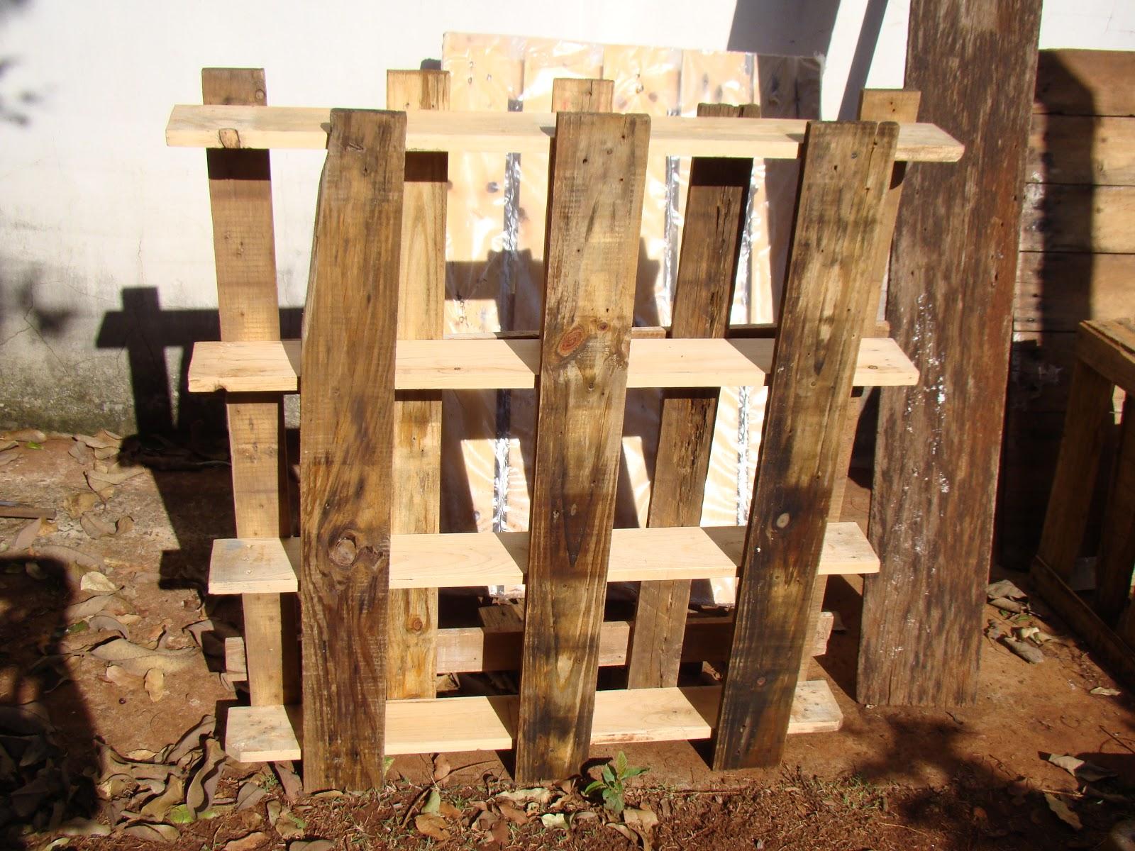 Decoração Baseada na Reciclagem: Estante de parede feita com madeira  #A46D27 1600x1200