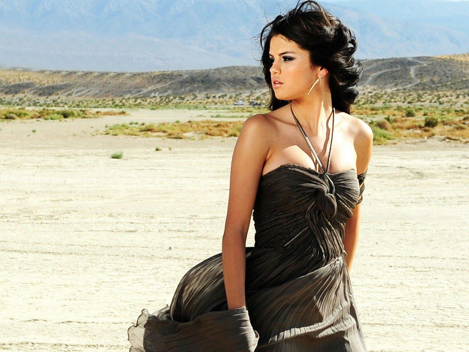 http://4.bp.blogspot.com/-MvNSJuKY8Rs/TwhHkgMpRgI/AAAAAAAABUo/dt30SI2lTsc/s1600/Selena-Gomez-wallpapers-Selena-Gomez-HD-Wallpaper-Hot-Selena-wallpaper-1600-1200.jpg
