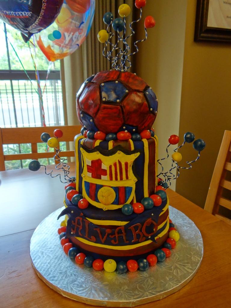 esta tarta fue hecha a travs de una empresa que se dedica a hacer tartas de cumpleaos para nios con graves por todo eeuu with tarta especial para cumpleaos