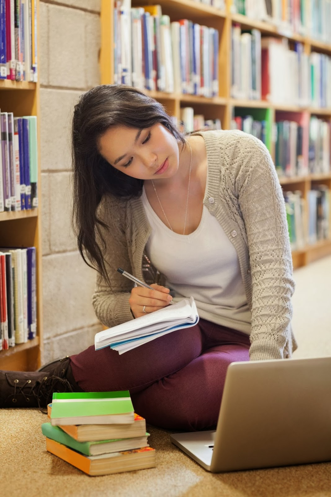 essay movie like most Comparison and contrast essay comparison and contrast essay is one of the most common assignments in american high schools and universities in this type of essay students have to compare two (in some essays several) things, problems, events or ideas and evaluate their resemblances and differences.